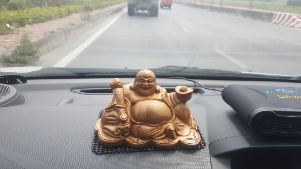 Có nên đặt tượng Phật Di Lặc để xe ô tô?