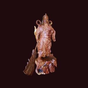 Tượng Quan Công xách đao gỗ cẩm chỉ Gia Lai