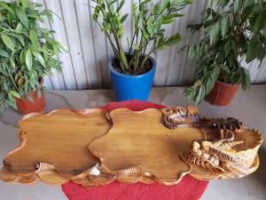 Khay trà cá chép hóa rồng gỗ bách xanh 86x31x17cm