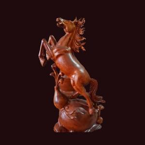 Tượng Độc Mã gỗ hương Gia Lai 57x37x23cm