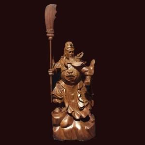 Tượng Quan Công chống đao gỗ hương