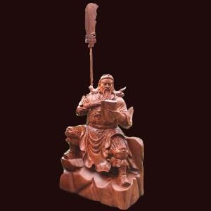 Tượng Quan Công ngồi đọc sách gỗ hương đá Gia Lai