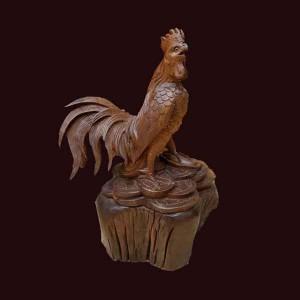 Tượng gà trống gỗ hương 65x43x36cm