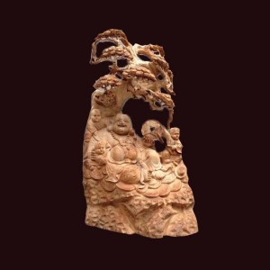 Tượng Di Lặc ngồi gốc tùng gỗ ngọc am Hà Giang 42x27x18cm
