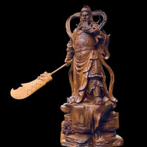 Tượng Quan Công Xách Đao Gỗ Bách Xanh 68x32x18cm