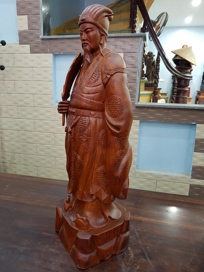 Ý nghĩa của tượng gỗ Khổng Minh và cách bài trí trong phong thủy